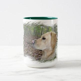 Labrador auf Alarm - Ton zwei Zweifarbige Tasse