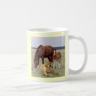 Labrador-Retriever mit der PferdeTasse Kaffeetasse