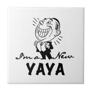 Lächelnde neue Yaya T-Shirts und Geschenke Kleine Quadratische Fliese