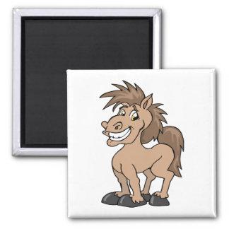 Lächelndes Cartoon-Pony-albernes Pferd Quadratischer Magnet
