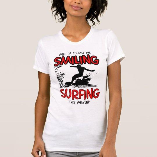 LÄCHELNDES SURFEN AM WOCHENENDE (SCHWARZES) T-Shirt
