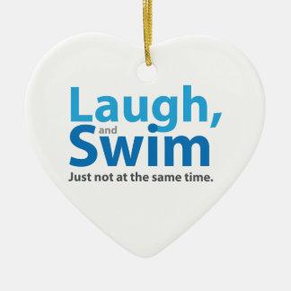 Lachen und Schwimmen… aber nicht gleichzeitig Keramik Ornament