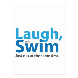 Lachen und Schwimmen… aber nicht gleichzeitig Postkarte