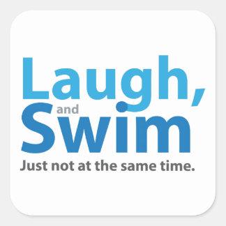 Lachen und Schwimmen… aber nicht gleichzeitig Quadratischer Aufkleber