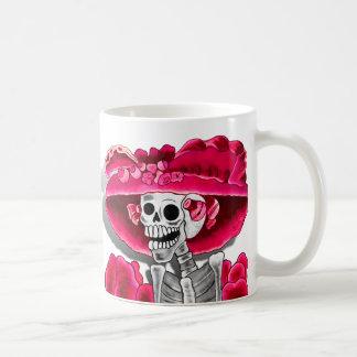 Lachende Skeleton Frau in der roten Mütze Kaffeetasse