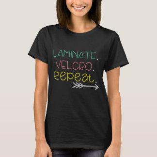 Laminat. Flausch. Wiederholung. T-Stück T-Shirt
