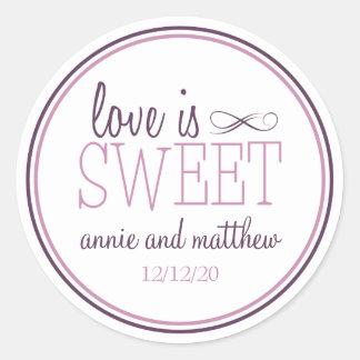 L'amour est les étiquettes doux (prune sticker rond