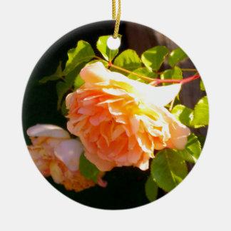 Land-Pfirsich-Rosen Keramik Ornament