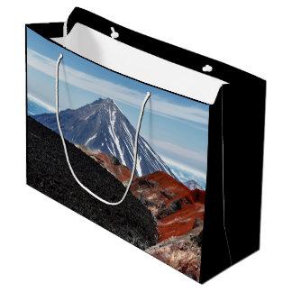 Landschaftliche Sommerpanorama-Vulkanlandschaft Große Geschenktüte