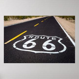 Landstraßenmarkierung des Weges 66, Arizona Poster