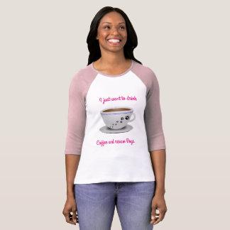 Lange Hülse des Kaffees und der Hunde T-Shirt