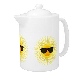 Lassen Sie den Sonnenschein in der Teekanne