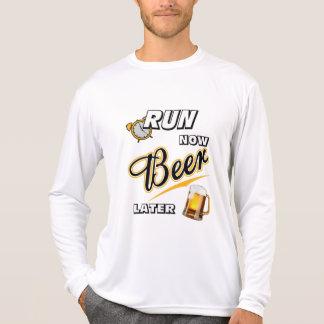 Lassen Sie jetzt Bier neueren Sport-Tek LS laufen T-Shirt
