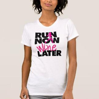 Lassen Sie jetzt Wein-neueren T - Shirt laufen