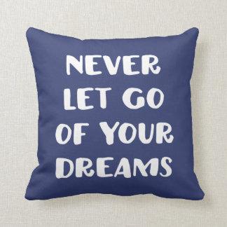 Lassen Sie nie Ihre Träume los Kissen
