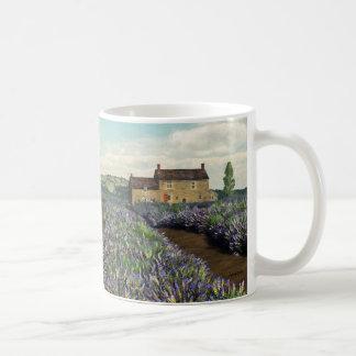 Lavendel stellt Tasse auf