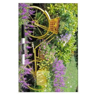 Lavendel u. gelber Fahrrad-Pflanzer Trockenlöschtafel