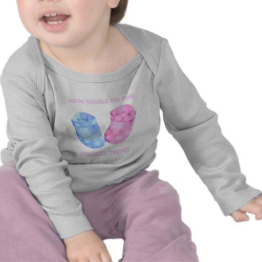 Le bébé jumelle le T-shirt de nourrisson de fille