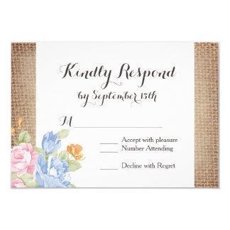 Le cru fleurit la toile de jute rustique épousant carton d'invitation 8,89 cm x 12,70 cm