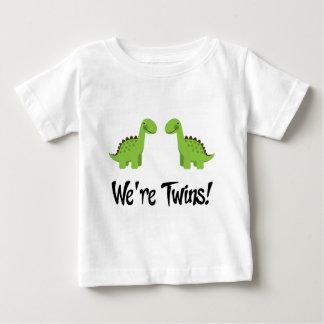 Le dinosaure mignon jumelle le cadeau t shirts