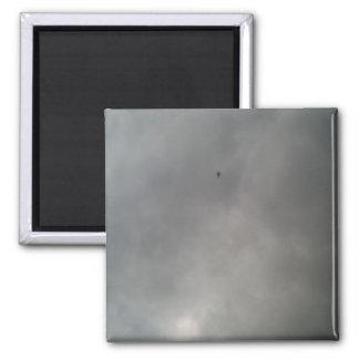 Le gris opacifie l'aimant magnet carré
