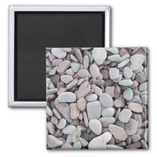 Le gris rose lapide la texture de cailloux magnet carré