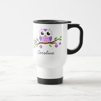 Le hibou pourpre mignon sur la branche florale a p mugs à café