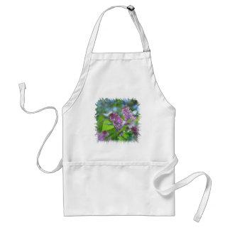 Le lilas pourpre fleurit le tablier