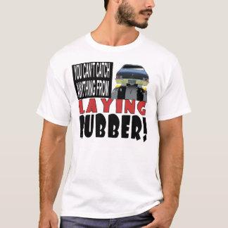 Legen des Gummis T-Shirt