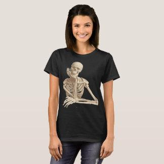 lehnendes Skelett T-Shirt