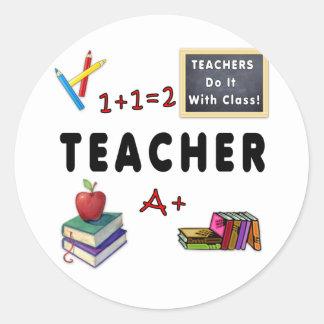 Lehrer tun es mit Klasse Runder Aufkleber