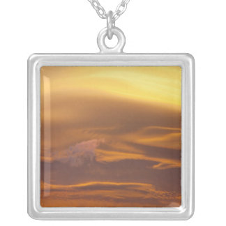 Lentikulare Wolke am Sonnenuntergang Versilberte Kette