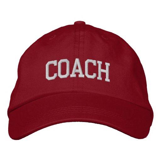 L'entraîneur a brodé le casquette de baseball/casq