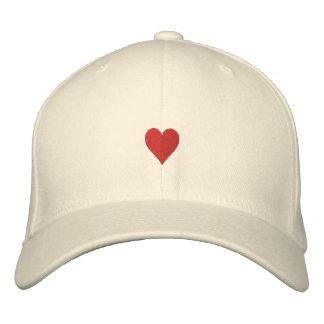 Les coeurs ont brodé le chapeau chapeau brodé