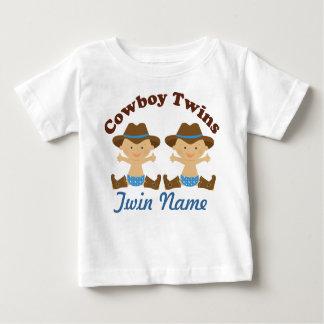 Les garçons jumeaux ont personnalisé le T-shirt de