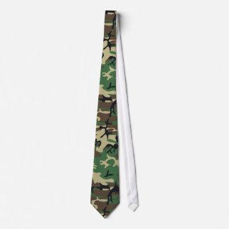 Les militaires camouflent la cravate