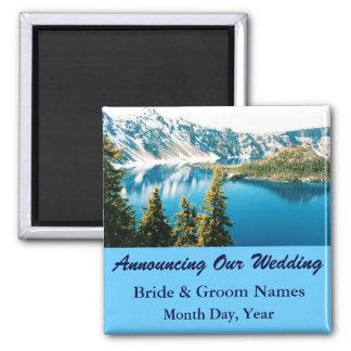 Les montagnes sur le mariage de lac sauvent aimant