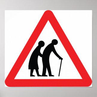 Les personnes âgées de PRÉCAUTION - poteau de Poster
