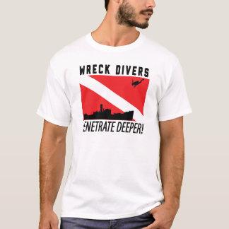 Les plongeurs d'épave pénètrent plus profond - t-shirt