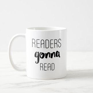 Leser, die gehen zu lesen kaffeetasse