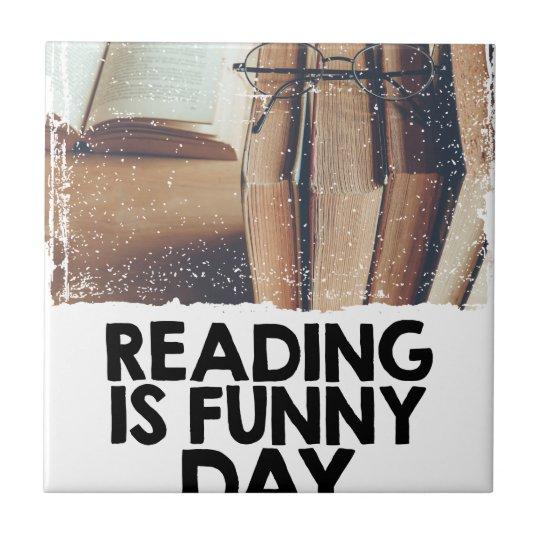 Lesung ist lustiger Tag Keramikfliese