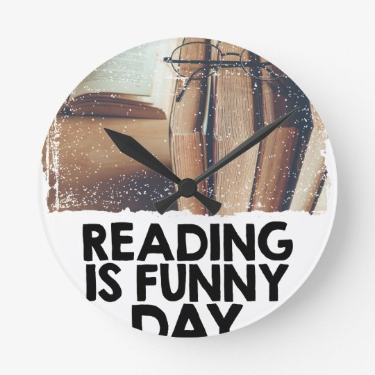 Lesung ist lustiger Tag Runde Wanduhr