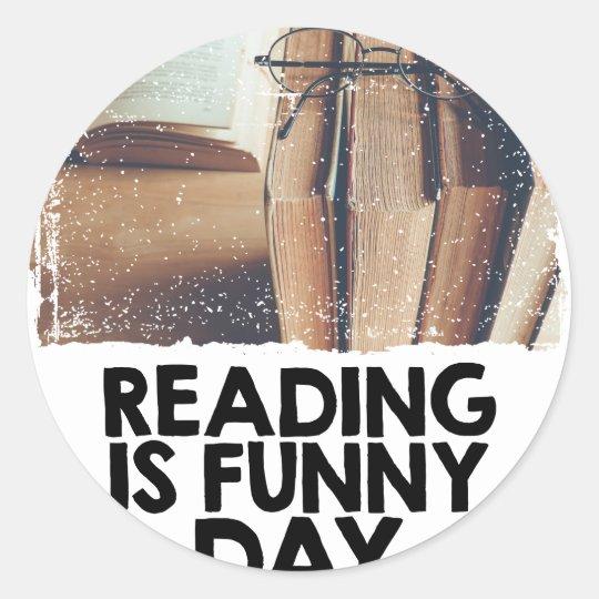 Lesung ist lustiger Tag Runder Aufkleber