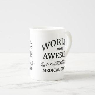 L'étudiant en médecine le plus impressionnant du m mug en porcelaine