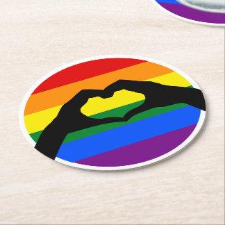 LGBT Gay Pride-Regenbogen-und Herz-HandSilhouette Runder Pappuntersetzer