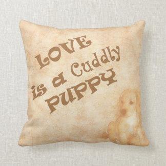 Liebe ist ein Cuddly Welpe Kissen