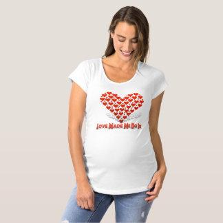 Liebe ließ mich es tun Umstands-T-Shirt