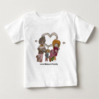 Liebe macht eine Familie durch Ainsley Baby T-shirt