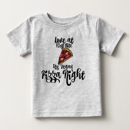 Liebe zuerst beißen seine vegane Pizzanacht! Baby Baby T-shirt