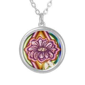 Lila Blume mit geometrischen Formen Versilberte Kette